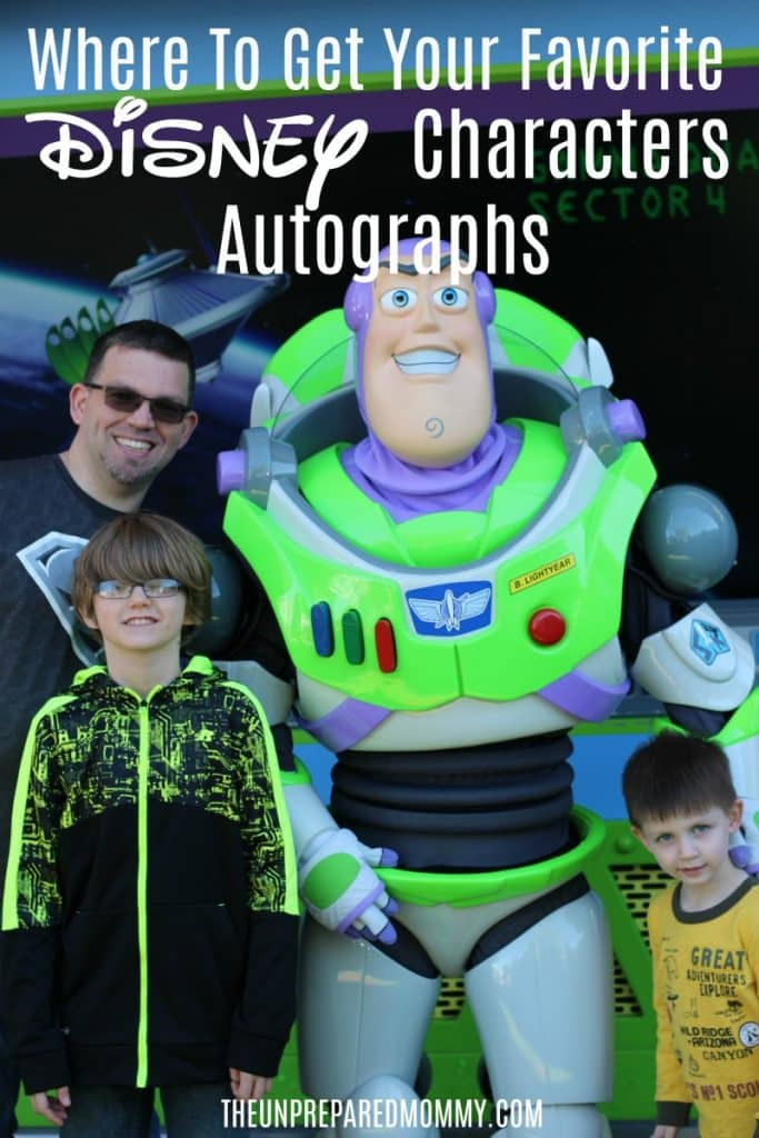 These are the best places to get your favorite Disney characters autographs at Walt Disney World. #disney